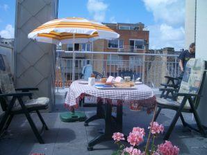 Ferienwohnung 2 Residentie Real - in Strandnähe mit riesiger Sonnenterrasse