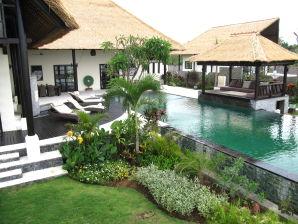 Lovina Beach villa