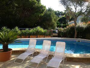 Neubau-Chalet mit Pool, 350m zum Strand, bis 7 Pers.