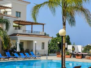 Ferienwohnung Oracle Resort B101, Kato Paphos