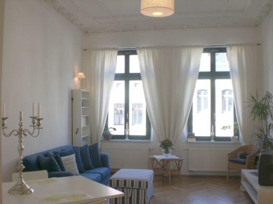 wohnzimmer ideen altbau:im wohnzimmer altbau : Luxuriöses citynahes Apartment im Altbau