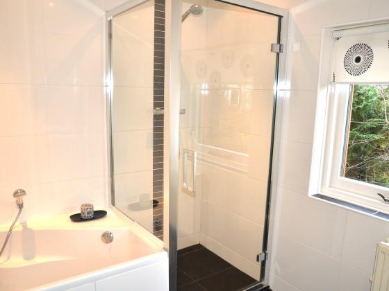 Dusche Direkt Neben Badewanne : Villa Hedera, Nord-Holland, Bergen (Holland) – Firma B-Home with us