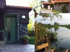 """Ferienhaus """"Bibersuite"""" direkt am Wasser"""