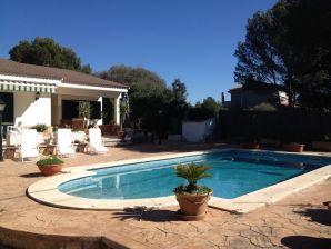 Villa mit Pool, 250m vom Meer, Strandnah, WLAN