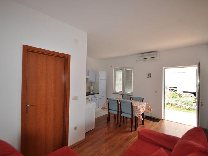 ... und wohnzimmer in einem raum : Wohnzimmer und Küche in einem Raum