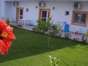 Ferienwohnung Arsinoi 3 Zi-Gartenwohnung am Meer