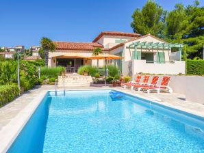 Villa mit Pool und traumhaftem Meerblick in Saint-Aygulf