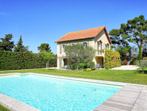 Ferienhaus mit beheizbarem Pool bei Saint-Remy in der Provence