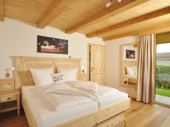 Bayern chalet oberbayern berchtesgadener land ainring for Kommode zirbenholz