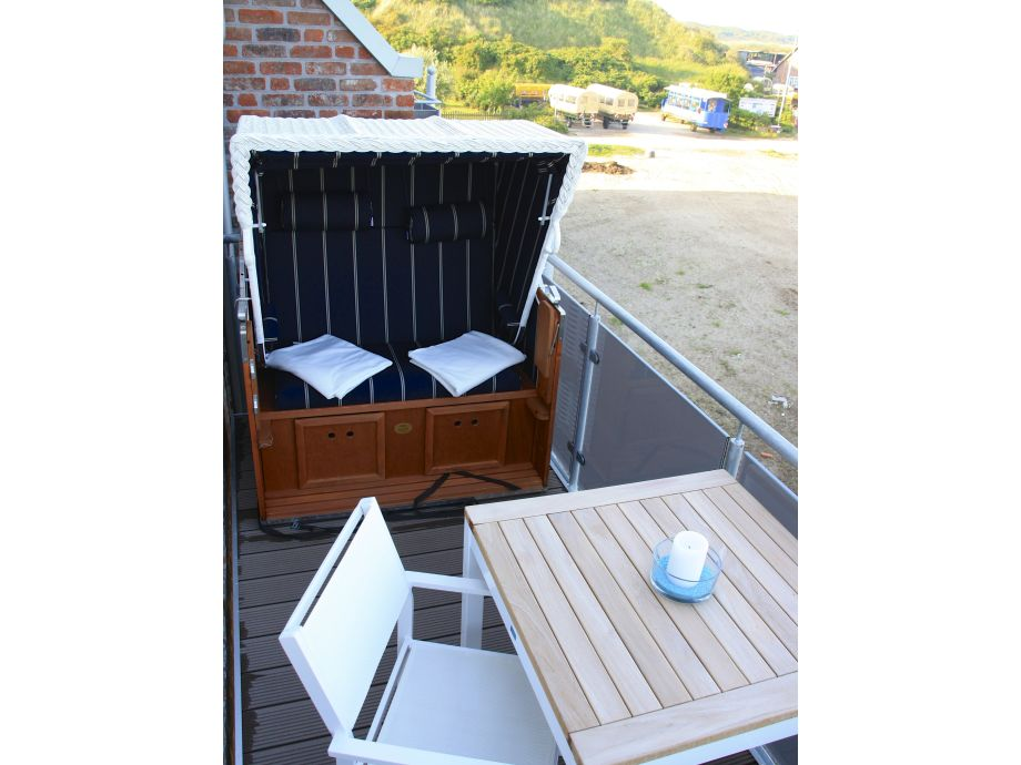 balkongestaltung mit strandkorb rugbyclubeemland. Black Bedroom Furniture Sets. Home Design Ideas