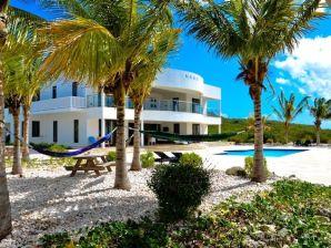 Luxus Villa am Meer mit Privatstrand und Heimkino