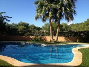 Ferienwohnung Penthouse mit gr. Pool, 300m zum Meer 180°Blick