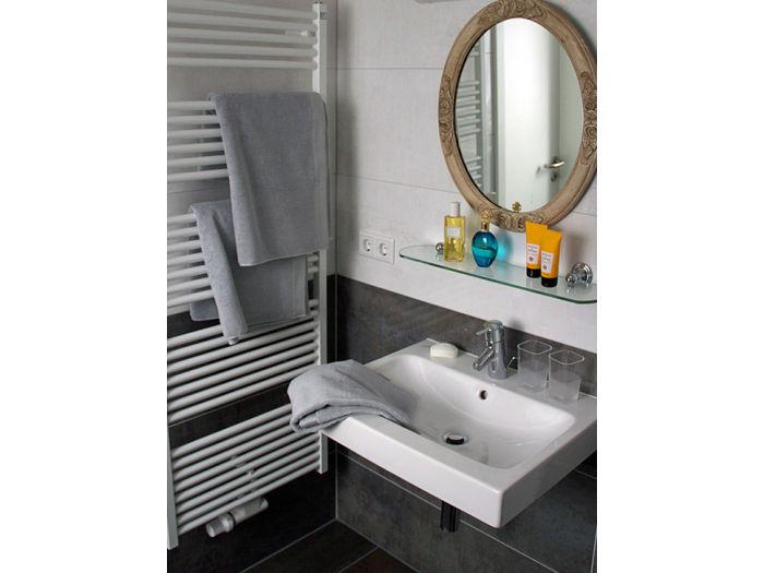 kleines bad mit dusche kosten. Black Bedroom Furniture Sets. Home Design Ideas