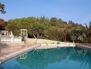 in toller Pool-Villa Les Rastines
