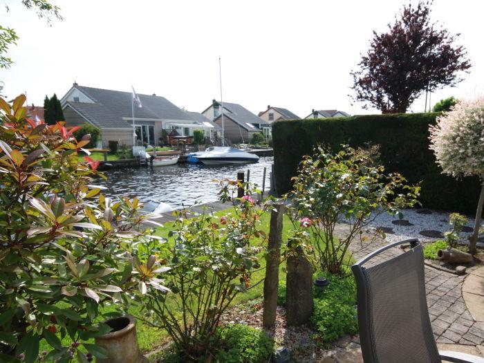 ferienhaus de kemphaan direkt am wasser in lemmer friesland ijsselmeer firma aqua holidays. Black Bedroom Furniture Sets. Home Design Ideas