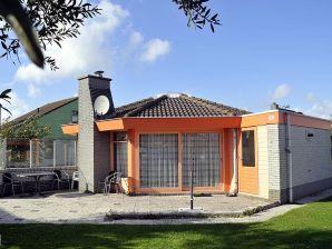 Ferienhaus Zeestern Nr. 143 im Ferienpark Strandslag