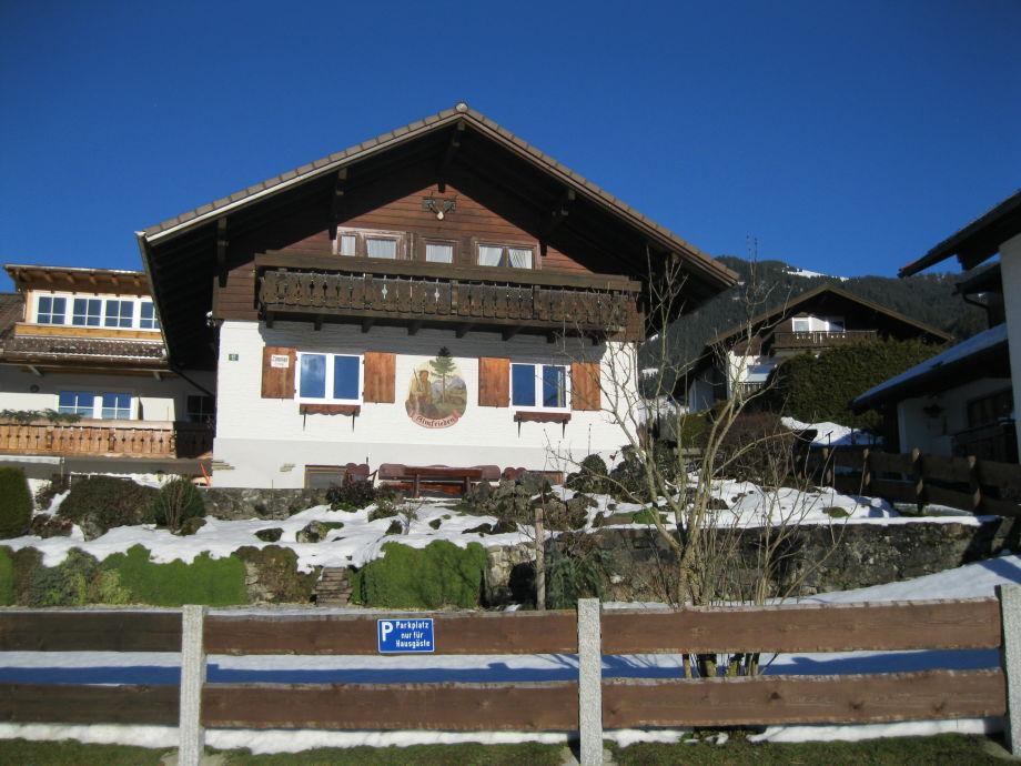 Haus Almfrieden im Winter