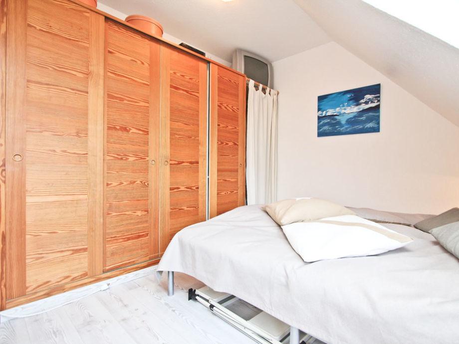 Schlafzimmer I mit Kleiderschrank