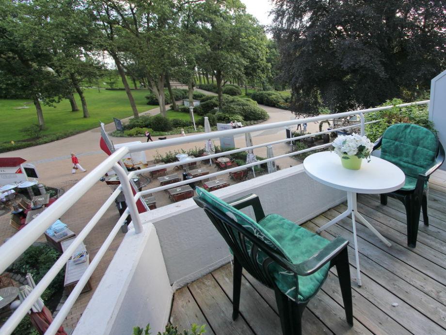 moeblierter Balkon mit Blick Richtung Kurpark