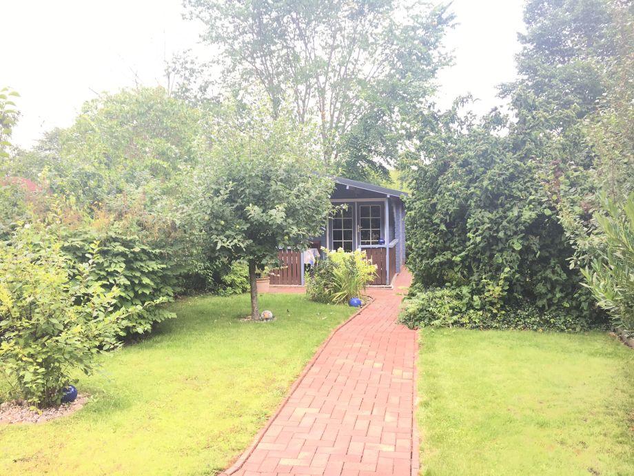 Garten mit Blockhaus