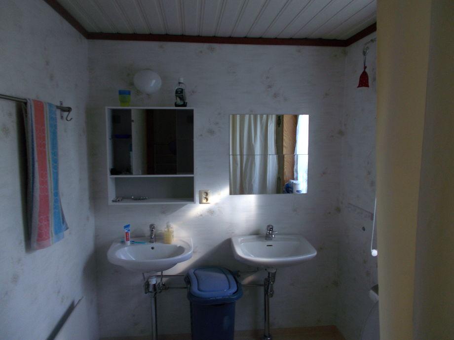 waschbecken toilette m bel design idee f r sie. Black Bedroom Furniture Sets. Home Design Ideas