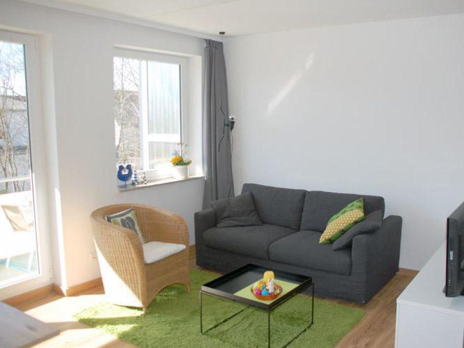 Gemütlicher Wohnbereich mit Fernseher