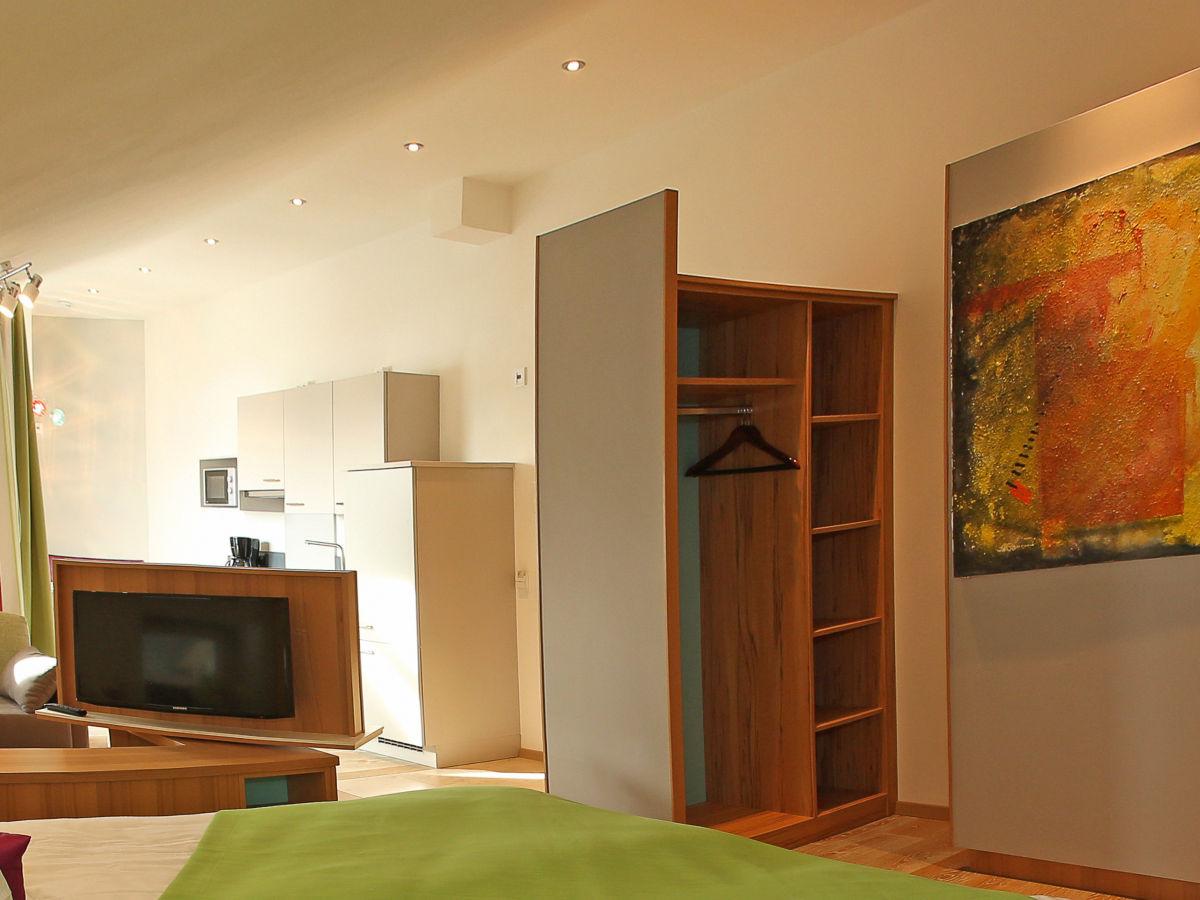 ferienwohnung loggia im ferienhaus lebensart am see chiemsee chiemgau frau theresa pertl. Black Bedroom Furniture Sets. Home Design Ideas