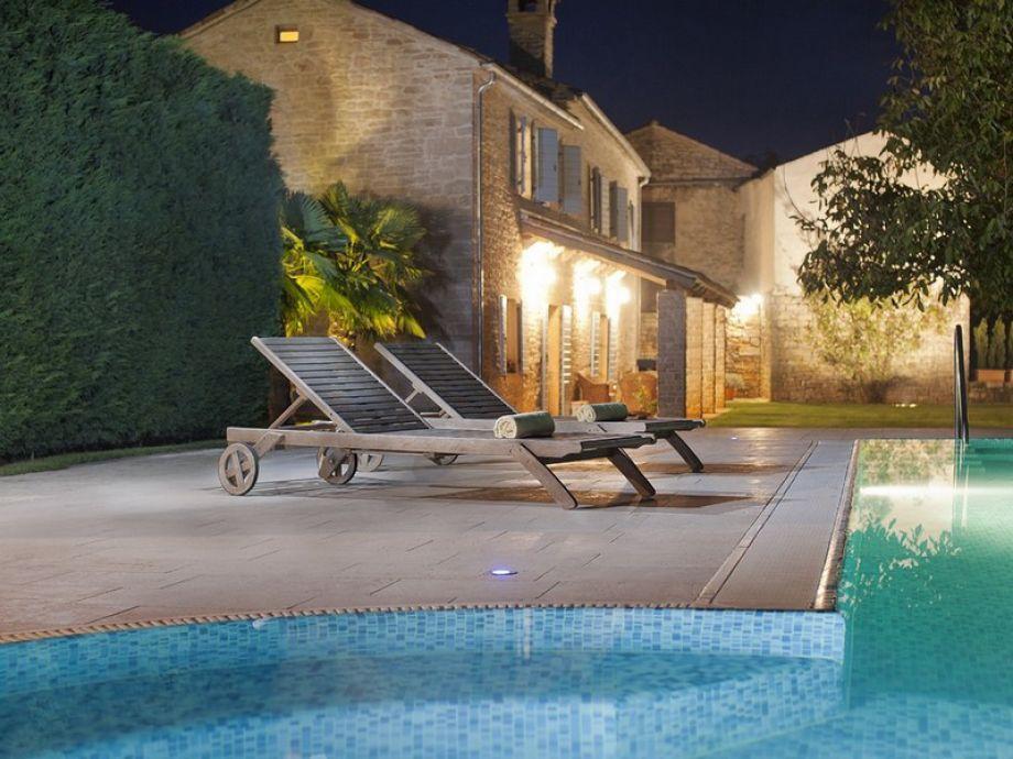 Der Innenhof mit Pool