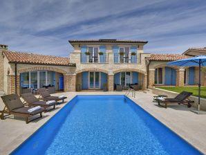 Villa Dennis