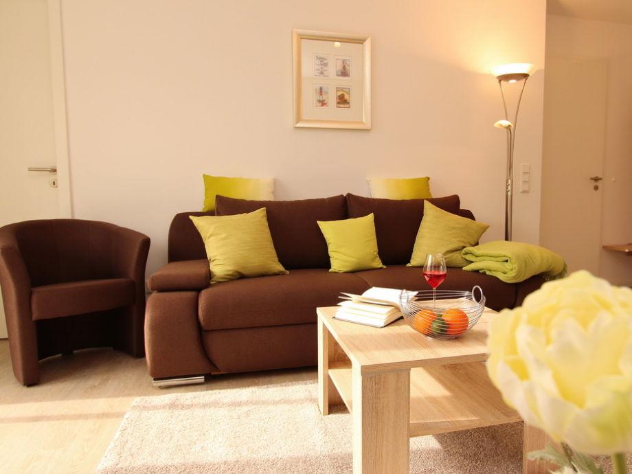 Wohnbereich mit Flatscreen-TV und Terrasse