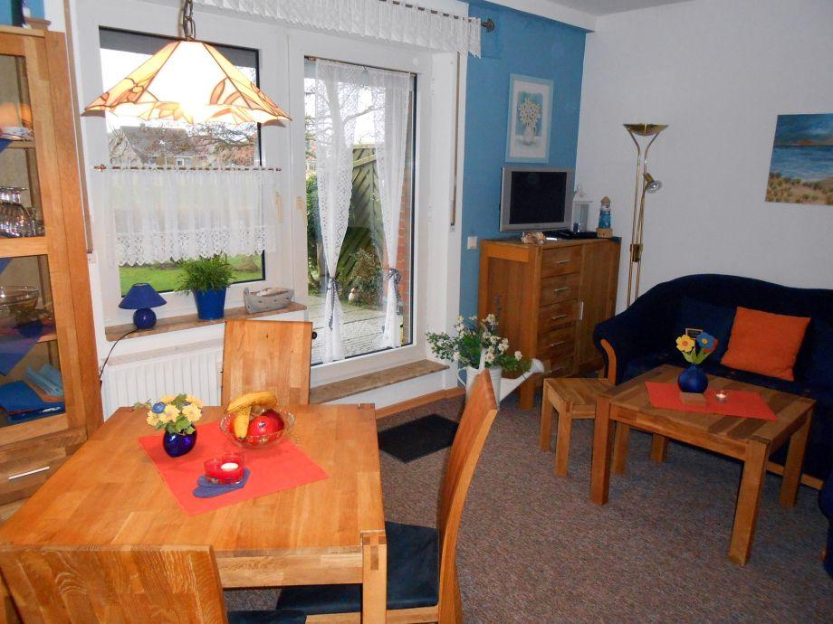 Wohnzimmer mit Ausgang zur Terrasse !