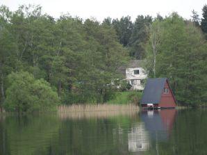 Ferienhaus mit Badestrand und Boot