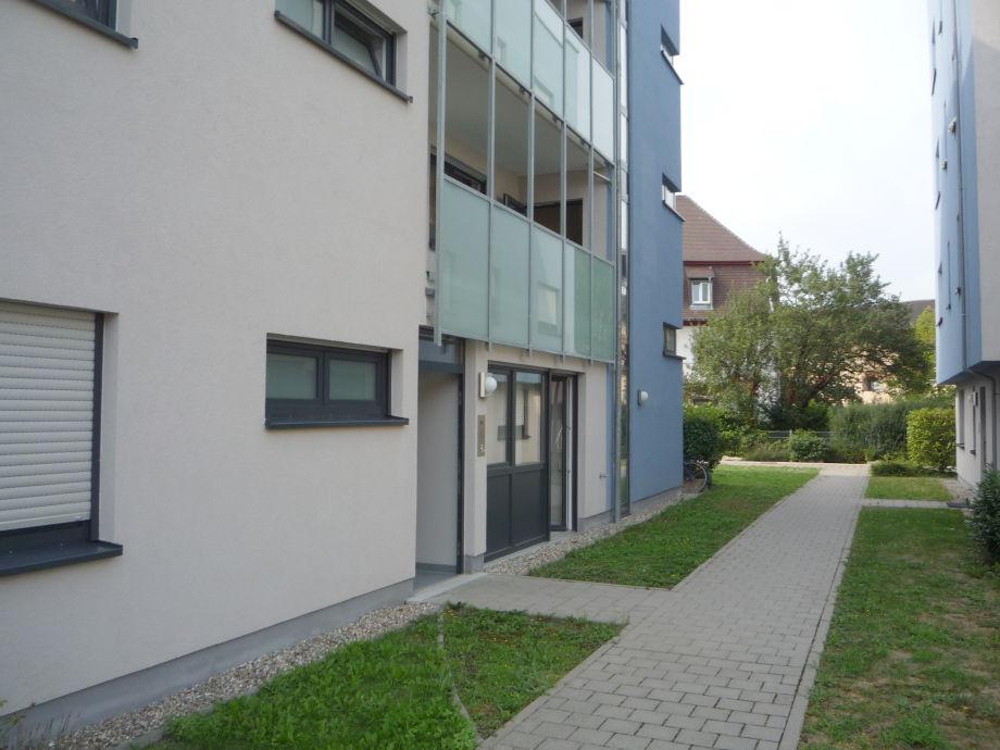 Allgemeiner Innenhof mit Spielplatz vor dem Wohnzimmer