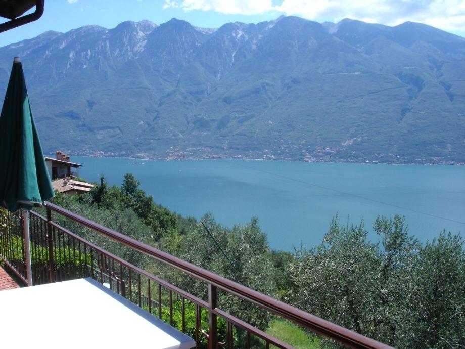 Panoramablick von dem Balkon - Ostufer und Montebaldo