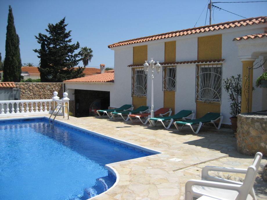 Rückseite Ferienhaus mit Pool