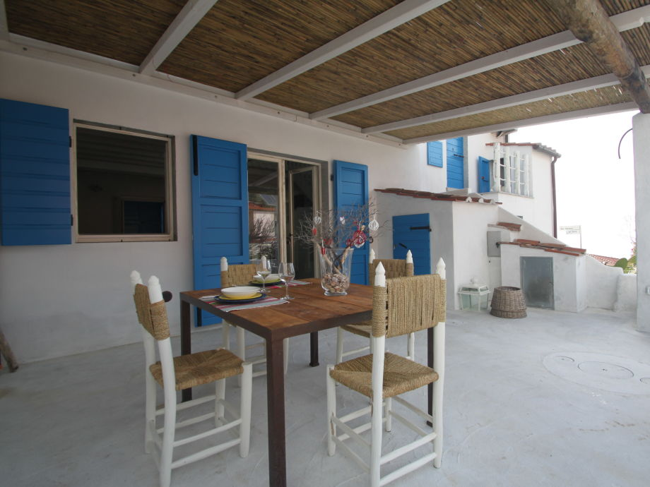 our large, covered terrace with furniture+barbeque