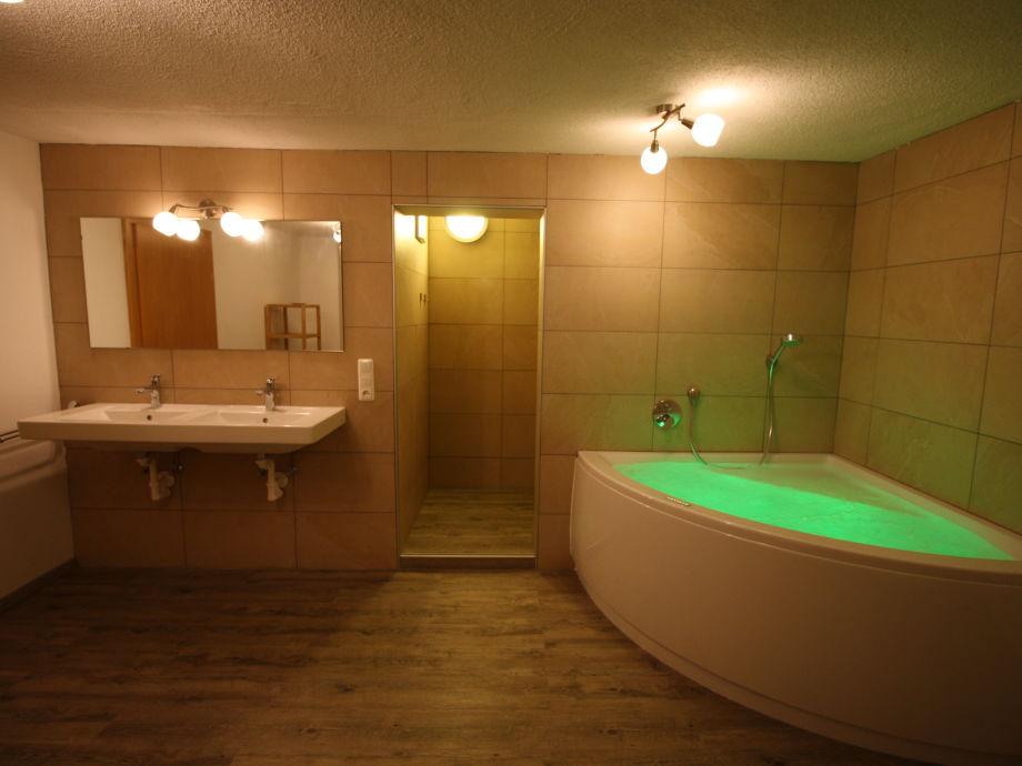 Wellness badezimmer mit sauna artownit for for Wellness badezimmer