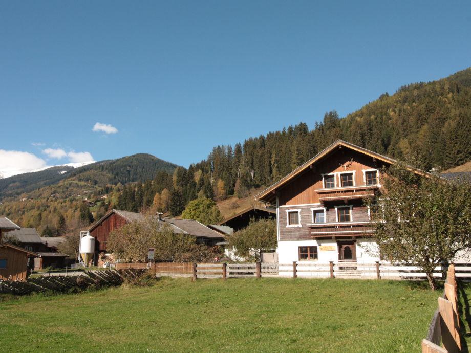 Vorderseite Ferienhaus, freier Bergblick