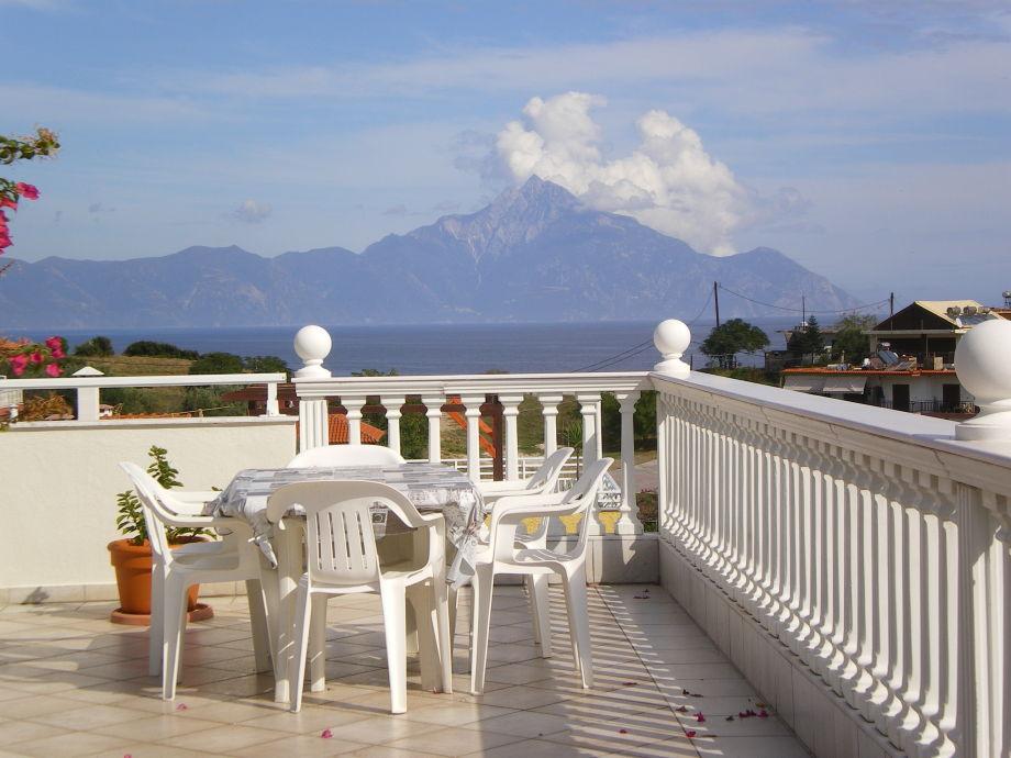 Dachterrasse mit Blick zum Berg Athos