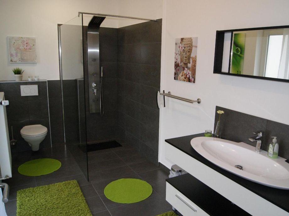 Bad 1 mit walk-in-Dusche