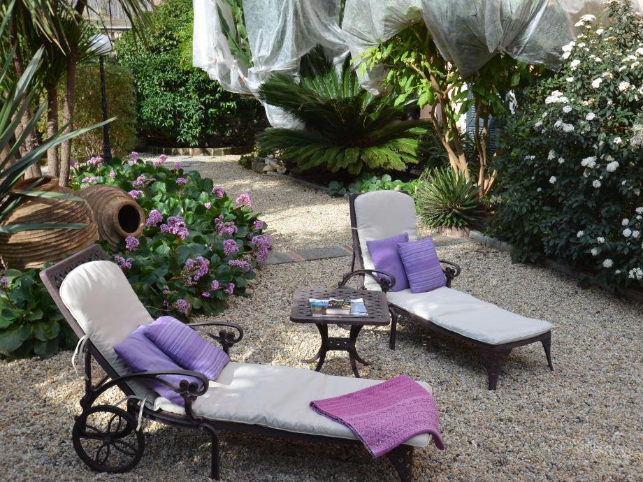 Ihre Sonnenliegen im Garten von Tiaré