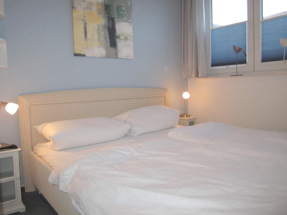 ferienwohnung 9 im d nengrund sylt firma apartment vermietung rose rose frau uta evers. Black Bedroom Furniture Sets. Home Design Ideas
