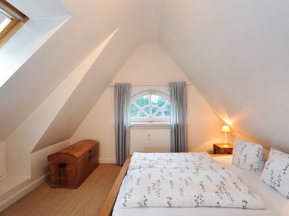 Ferienwohnung heidegrund 10 sylt firma - Schlafzimmer dachgeschoss ...