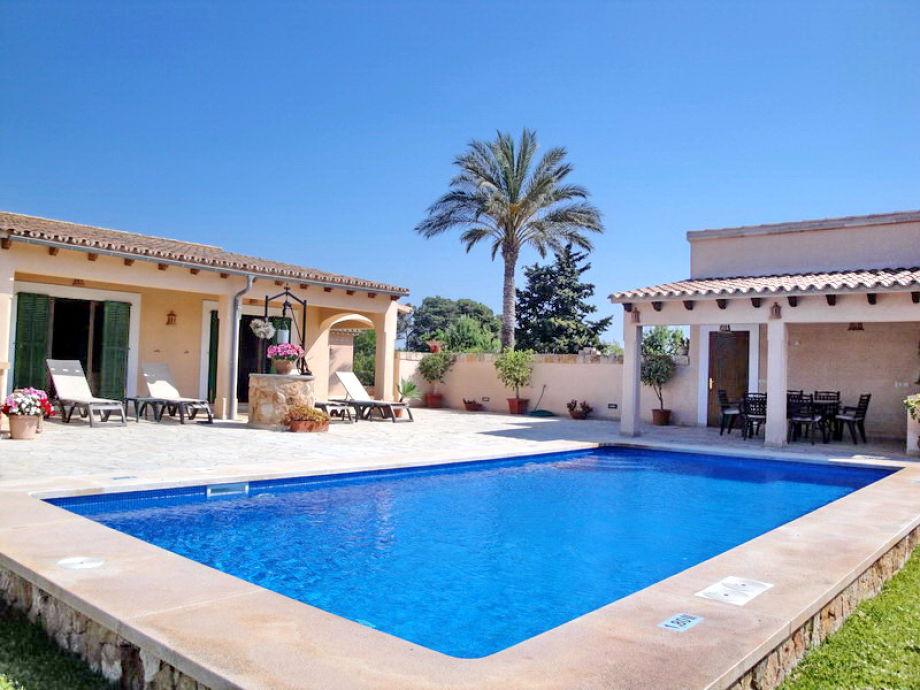Pool und Terrassebereich