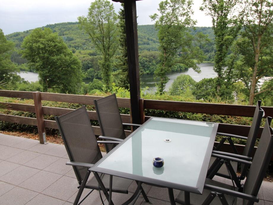 Terrasse mit Panoramablick auf den See