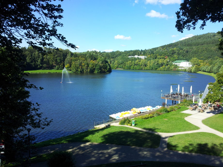 Seeterrasse und Bootsverleih am See