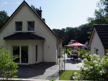 Ferienhaus mit Seeblick und Motorboot