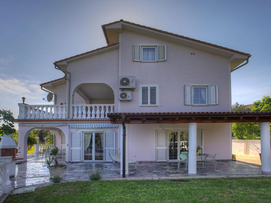ferienwohnung villa buric kroatien kvarner bucht insel krk cizici firma villa buric. Black Bedroom Furniture Sets. Home Design Ideas