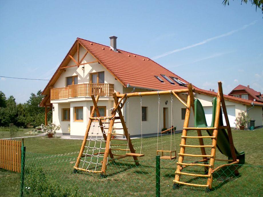 Appartementhaus mit Spielplatz am Balaton/Ungarn