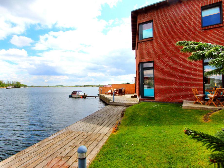 Gartenansicht mit Badesteg & Bootsanleger & 2 Terrassen